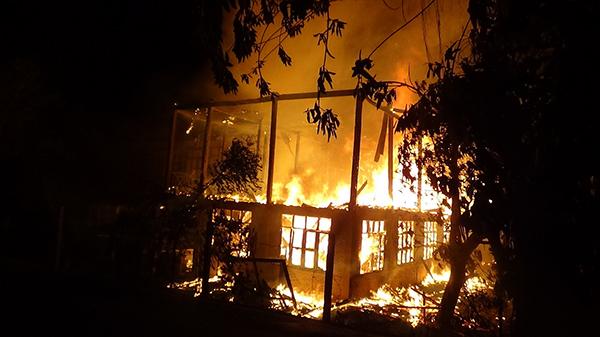 เพลิงไหม้โรงเรียนชุมชนวัดพายทอง ป่าโมก เจ้าหน้าที่ดับเพลิงตาย 1 คน