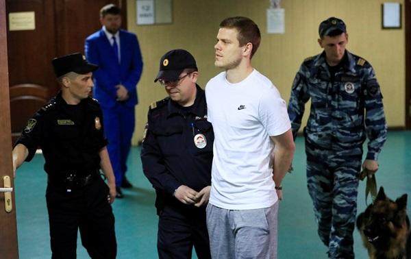 """""""โคโคริน-มามาเยฟ"""" นอนคุก 1 ปีครึ่ง คดีทำร้ายข้าราชการ """"รัสเซีย"""""""