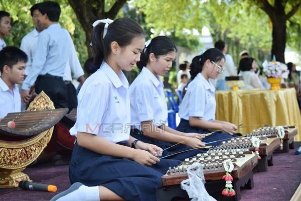 น้องพลอยกับกิจกรรมในโรงเรียนที่แสดงออกถึงความเป็นคนไทย