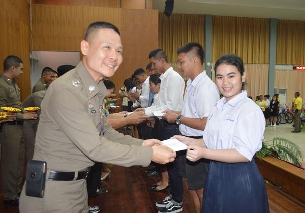 ผบก.สระแก้ว  มอบทุนการศึกษาบุตร-ธิดาข้าราชการตำรวจในสังกัด