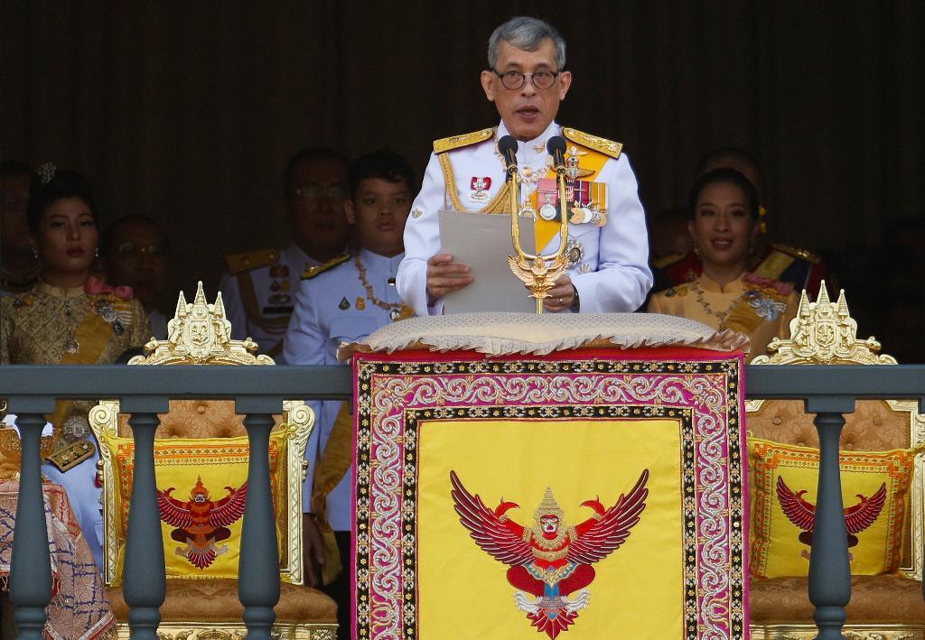พระบาทสมเด็จพระเจ้าอยู่หัว โปรดเกล้าฯ พระราชทานเครื่องราชฯ-เหรียญรัตนาภรณ์ฝ่ายหน้า