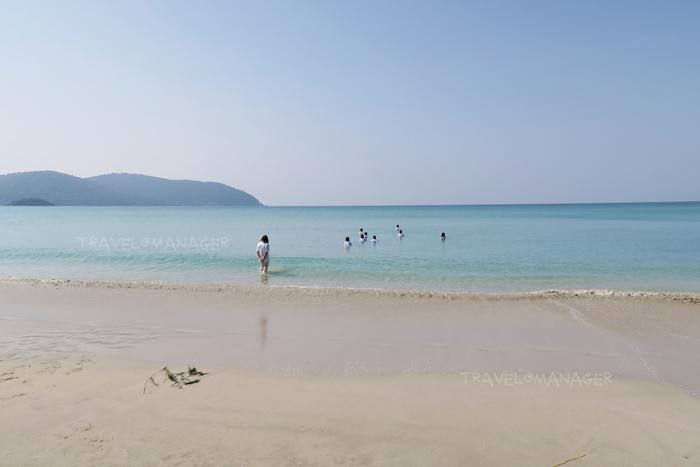 หาดทรายขาว น้ำทะเลใสๆ ที่หาดเตยงาม