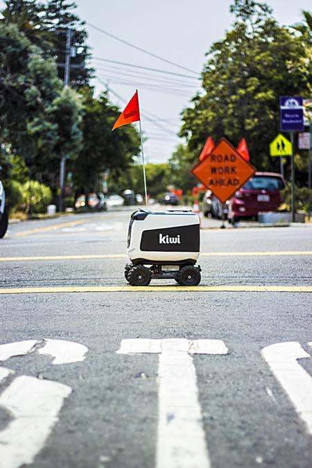 หุ่นยนต์ส่งอาหารกีวี (ภาพจากกีวี)