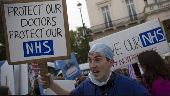 In Clips :หมอต่างชาตินับร้อย เล็งลาออกจากโรงพยาบาลอังกฤษ หลังโดนผู้ดีโขกค่าวีซ่าทำงาน-ประกันสุขภาพอ่วม