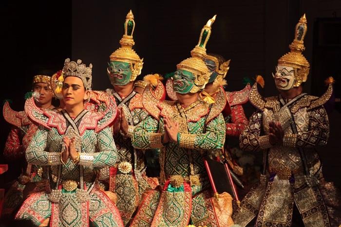 ยิ่งใหญ่...นักแสดงกว่า 5 พันคน แสดงมหรสพสมโภชเฉลิมพระเกียรติ ร.10