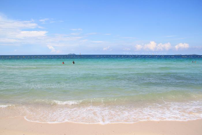 น้ำทะเลใสๆ ที่หาดแสม