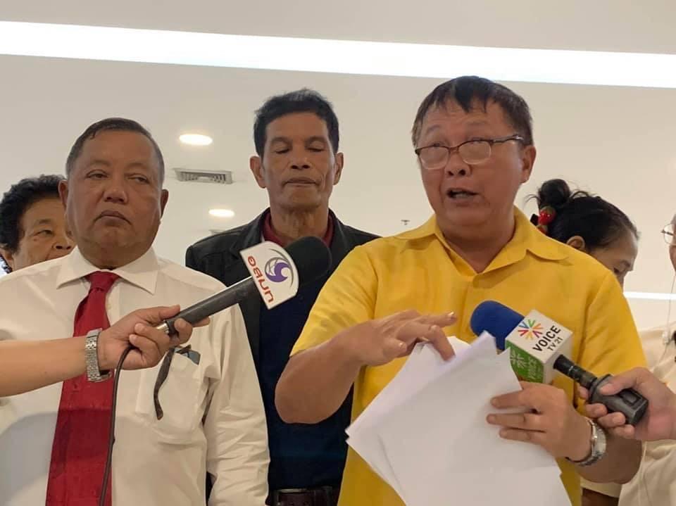 ผู้สมัคร ส.ส.หนองจอก เพื่อไทย  บุก กกต. คัดค้านการเลือกตั้ง เขต 17 กทม.