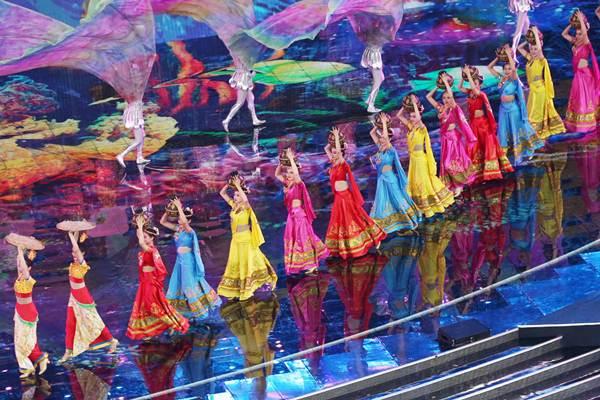 การแสดงเต้นและร้องเพลง A Panorama of Asia (ภาพ Wang Zhuangfei/China Daily)