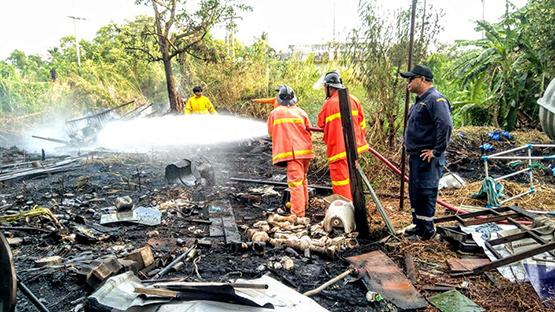ไฟไหม้บ้านช่างซ่อมรถย่านลาดหลุมแก้ว วอดทั้งหลังคาดไฟฟ้าลัดวงจร