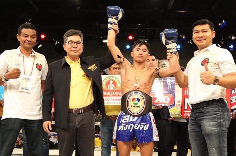 โรเบิร์ต ศ.ธนบวร คว้าเข็มขัดแชมป์รุ่นมินิฟลายเวต มวยไทย หลังชนะคะแนน โผน พรัญชัย