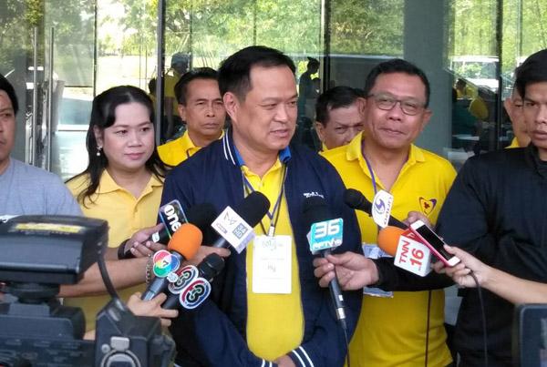 """""""อนุทิน"""" นำทีม 51 ส.ส.ภูมิใจไทย ปฐมนิเทศที่บุรีรัมย์ เผยตัดสินใจจับขั้วตั้งรัฐบาลมีในใจแล้ว"""