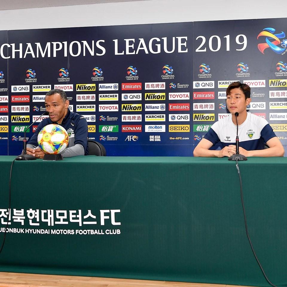 กุนซือ ชุนบุค ฮุนได มอเตอร์ส และลูกทีม