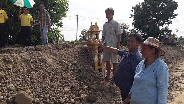 ชาวปึกเตียนร้อง โครงการส่งน้ำฯเพชรบุรี ขุดคลองแคบส่งผลกระทบต่อการทำนา