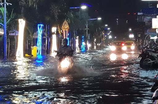 เมืองพัทยา ตั้งงบด่วน 35 ล้านจัดซื้อเครื่องผลักดันน้ำเพิ่มรับมือน้ำท่วมช่วงฤดูฝน