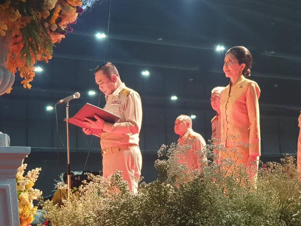 ร.๑๐ ทรงชื่นชมผู้ปฏิบัติงานพระราชพิธีบรมราชาภิเษก พร้อมพระราชทานเลี้ยงอาหาร