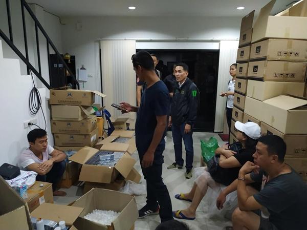 ทลายบ้านเช่า แอบบรรจุวิตามีนซีปลอมส่งขายแหล่งท่องเที่ยวชาวจีน