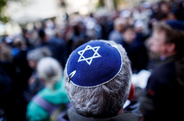 """ชาวยิวถูกเตือนไม่ให้ใส่ """"หมวกกิปปา"""" ในเยอรมนี หวั่นถูกทำร้าย"""