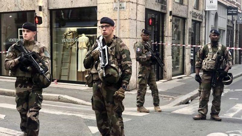 ตร.ฝรั่งเศสไล่ล่ามือวางบอมบ์เมืองลียง เจ็บ 13 ราย