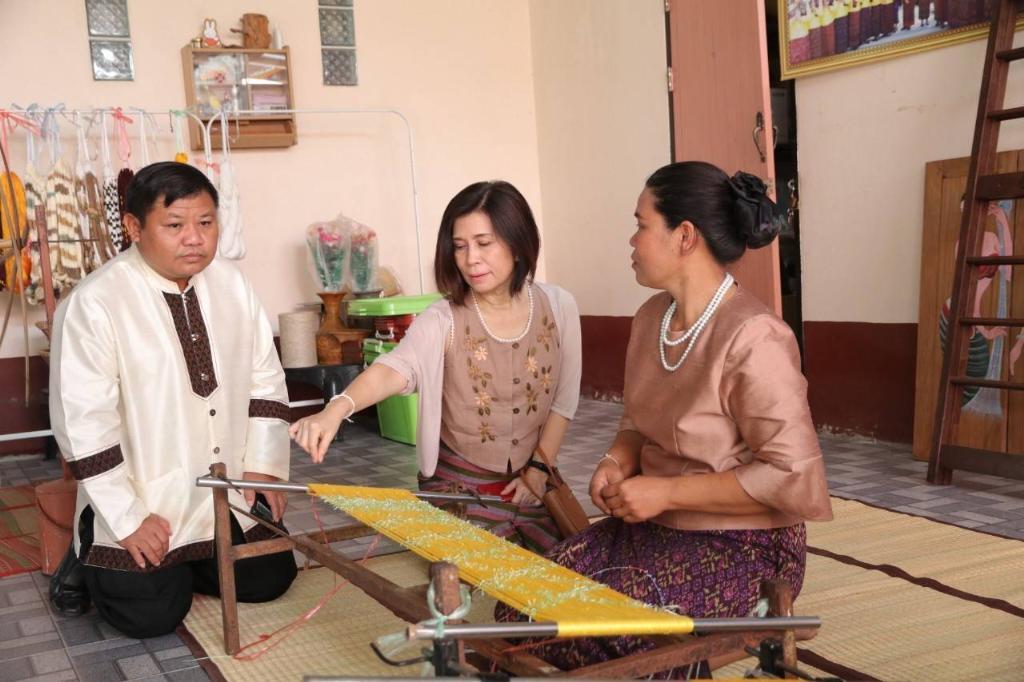 พาณิชย์  ดันผ้าไหมไทยผงาดเวทีแฟชั่นโลก พร้อมนำนวัตกรรมเพิ่มมูลค่า