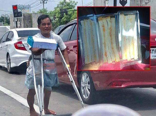 ชื่นชม! ชายพิการเดินแจกแซนด์วิชฟรี เนื่องในวันเกิด กลางแยกนวลจันทร์