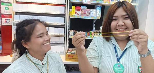 ชื่นชม 2 สาวเซเว่นฯใจซื่อ! เจอทอง 3 บาทในถุงเงินเหรียญนำส่งคืน-เจ้าของซึ้งน้ำใจโพสต์ขอบคุณ