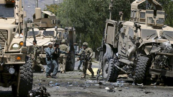คาร์บอมขบวนรถทหารสหรัฐฯ ในคาบูล ชาวอัฟกันตาย 4 ทหารเจ็บ 4