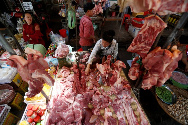 เวียดนามเอาไม่อยู่กำจัดหมูติดเชื้อเพิ่มเป็น 2 ล้านตัว ร้องทั้งชาติต่อสู้โรคระบาด