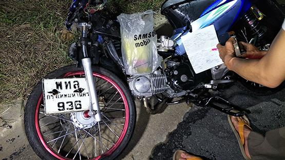 รถจักรยานยนต์ชนกัน รถบรรทุกชนซ้ำเจ็บสาหัส 1 เสียชีวิต 1