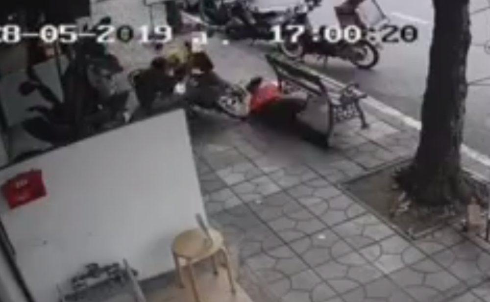 สั่งปรับสูงสุด 5 พันบาท หนุ่มซิ่งบนทางเท้าจนชนไลน์แมน กทม.จ่อใช้ CCTV ตรวจจับ