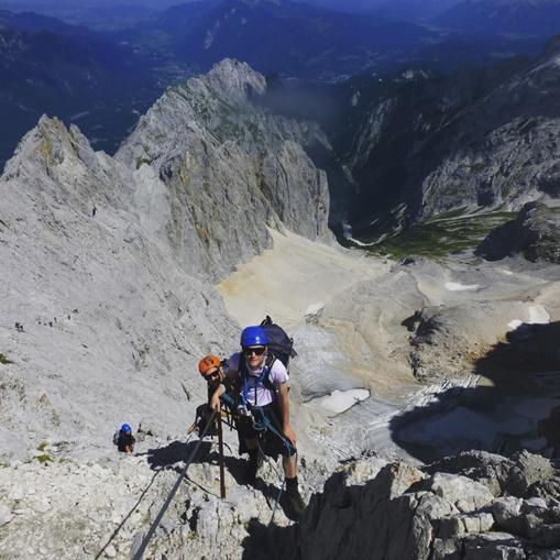 In Clips: นักปีนเขาอังกฤษ 3 รายยังคงสูญหาย บนเทือกเขาหิมาลัย หลังเกิดหิมะถล่มตั้งแต่เดือนที่แล้ว