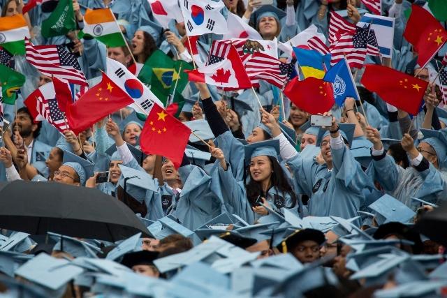 """จีนเตือน """"นักศึกษา-นักวิชาการ"""" เรียนต่อสหรัฐฯ มีความเสี่ยง"""