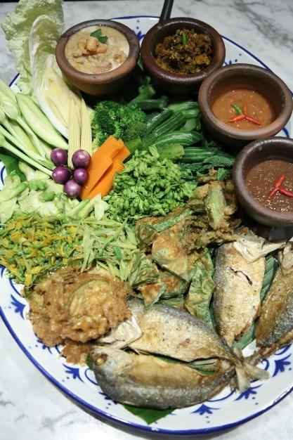 """ยูโอบี วีซ่า อินฟินิท ชวนเหล่าลูกค้าผู้ทรงเกียรติเปิดประสบการณ์ความอร่อยสุดเอ็กซ์คลูซีฟ ลิ้มรสชาติอาหารร้านดัง """"เรือนจรุง"""" ในงาน """"EM Culinary Experiences"""""""