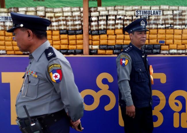 ทำผิดเสียเอง..ตำรวจพม่าโดนรวบลอบสลับยาไอซ์ของกลางเป็นสารส้มกว่า 60 กก.
