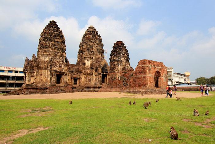 พระปรางค์สามยอด สัญลักษณ์ของเมืองลพบุรี