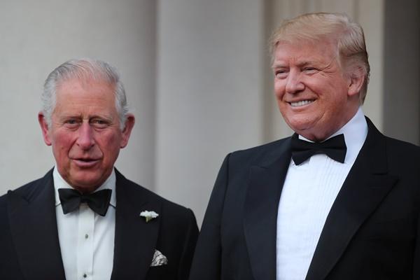ประธานาธิบดีโดนัลด์ ทรัมป์ เยือนอังกฤษอย่างเป็นทางการ และได้เข้าเฝ้าเจ้าฟ้าชายชาร์ลส์ มกุฎราชกุมาร