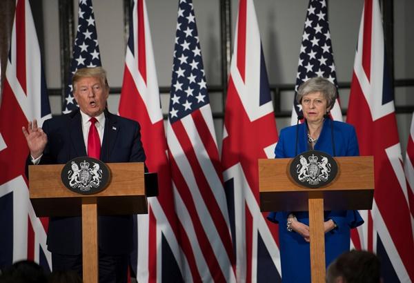 ประธานาธิบดีโดนัลด์ ทรัมป์ ของสหรัฐฯ พบปะหารือกับนายกรัฐมนตรีเทเรซา เมย์ ของอังกฤษ