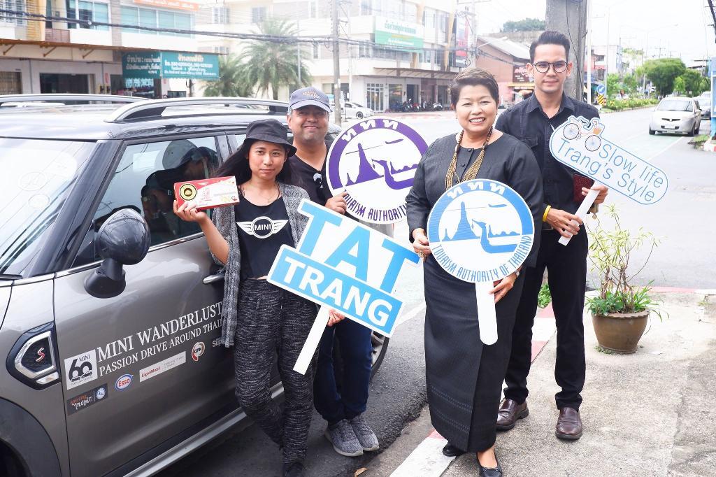 ตรังเปิดบ้านต้อนรับคาราวาน Mini Road Trip ทั่วไทย x ททท.พาชมวิถีสโลไลฟ์กลุ่มทอผ้านาหมื่นศรีติ่มซำ-หมูย่างเลิศรส