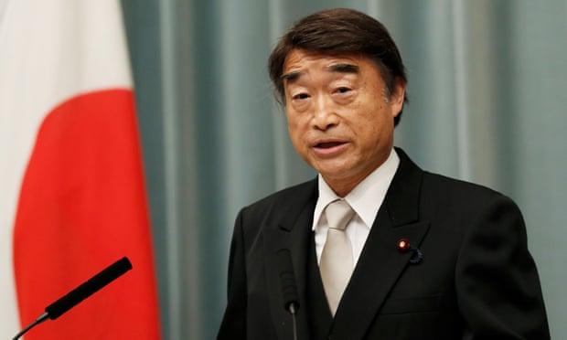 รัฐมนตรีแรงงานญี่ปุ่นชี้ผู้หญิงสวมส้นสูงทำงานเป็นสิ่งจำเป็นและเหมาะสม
