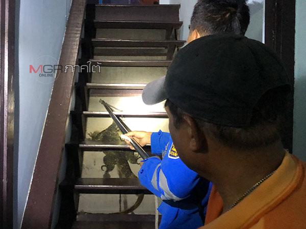 เจ้าของบ้านตกใจ! แจ้งกู้ภัยจับจระเข้เข้าบ้าน พบที่แท้เป็นตัวเงินตัวทองยาวกว่า 1 เมตร