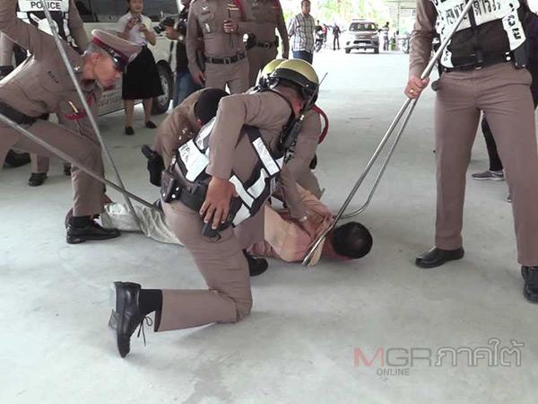 รพ.มหาราชนครศรีธรรมราชจับมือตำรวจจำลองเหตุซ้อมรับมือป่วนในห้องฉุกเฉิน
