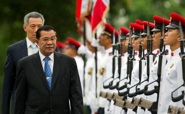"""""""ฮุนเซน"""" ชี้ผู้นำสิงคโปร์สนับสนุนการฆ่าล้างเผ่าพันธุ์"""