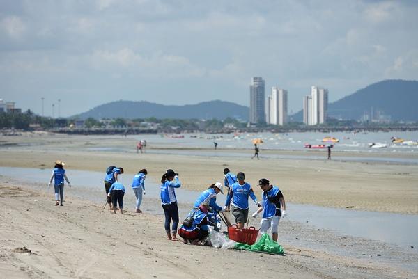 Nestlé CARES ร่วมกันเก็บขยะ และทำความสะอาดชายหาดบางแสน