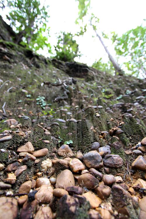 กรวด-หิน บริเวณจุดหินแม่น้ำ