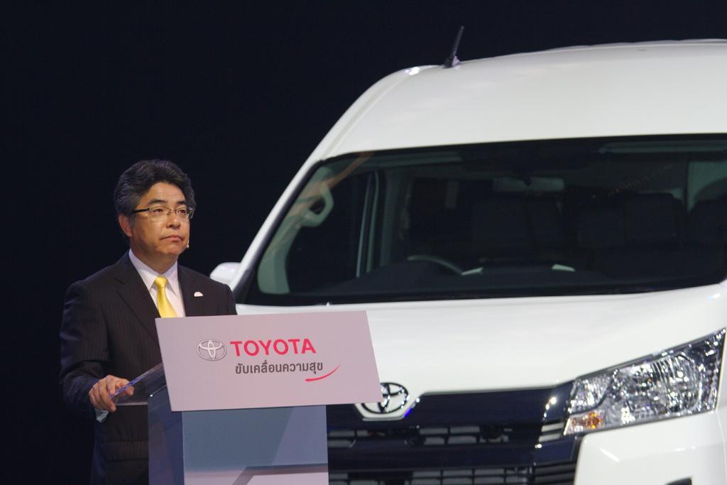 นาย ทาคุโอะ อิชิกาวะ หัวหน้าวิศวกร บริษัท โตโยต้า มอเตอร์ คอร์ปอเรชั่น