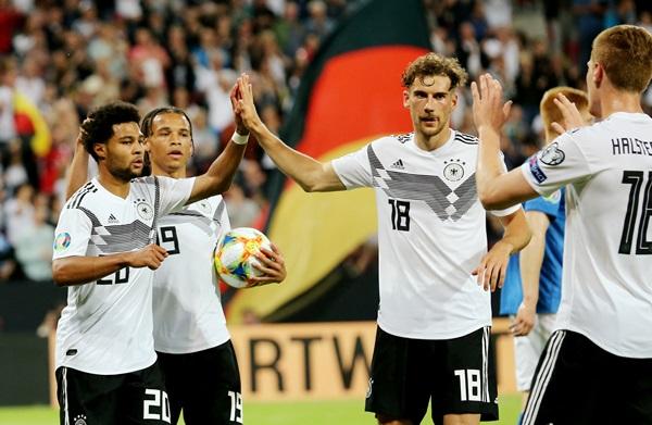 """อินทรีฟอร์มโหด!! """"รอยส์-กนาบรี"""" คนละ 2 ตุง ยำเอสโตเนีย 8-0"""
