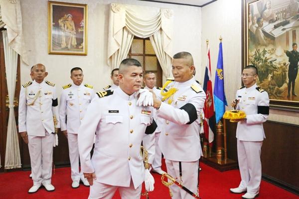 วันแห่งเกียรติยศ! ฐานทัพเรือสัตหีบ ประดับเครื่องหมายเลื่อนยศนายทหาร