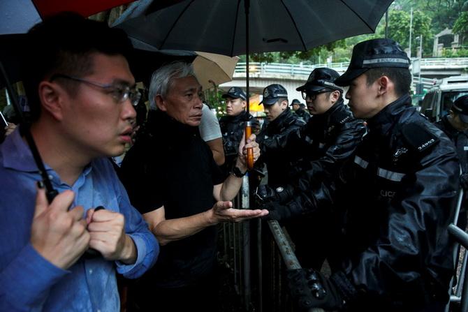 รบ.ฮ่องกงปิดที่ทำการหลัง'จลาจล' ผู้ประท้วงบางส่วนยังปักหลักชุมนุม