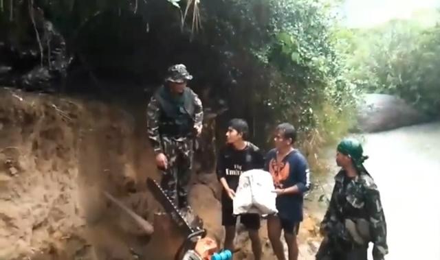 คลิประทึก! จนท. หน่วย SMART Patrol จับชายชาวกัมพูชา 2 ราย ลักลอบตัตด้นไม้ เขตอุทยานฯ