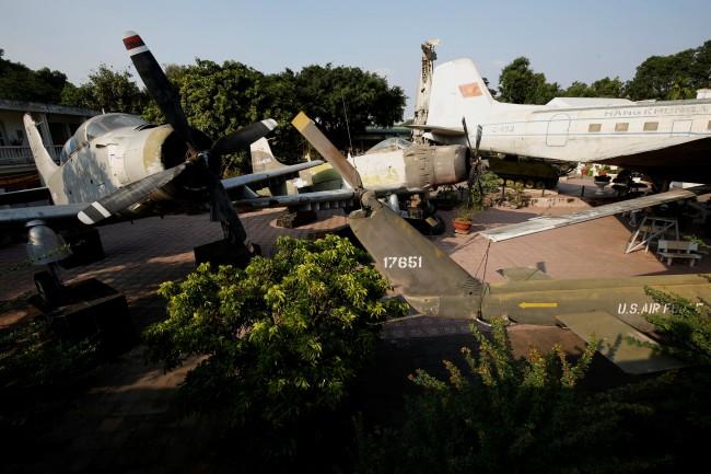 เกิดเหตุเครื่องบินทหารตกนักบินเวียดนามดับ 2 ราย