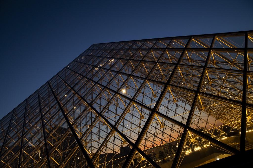 แปดศตวรรษของพิพิธภัณฑ์ Louvre กับ การปฏิสังขรณ์โดย I.M. Pei